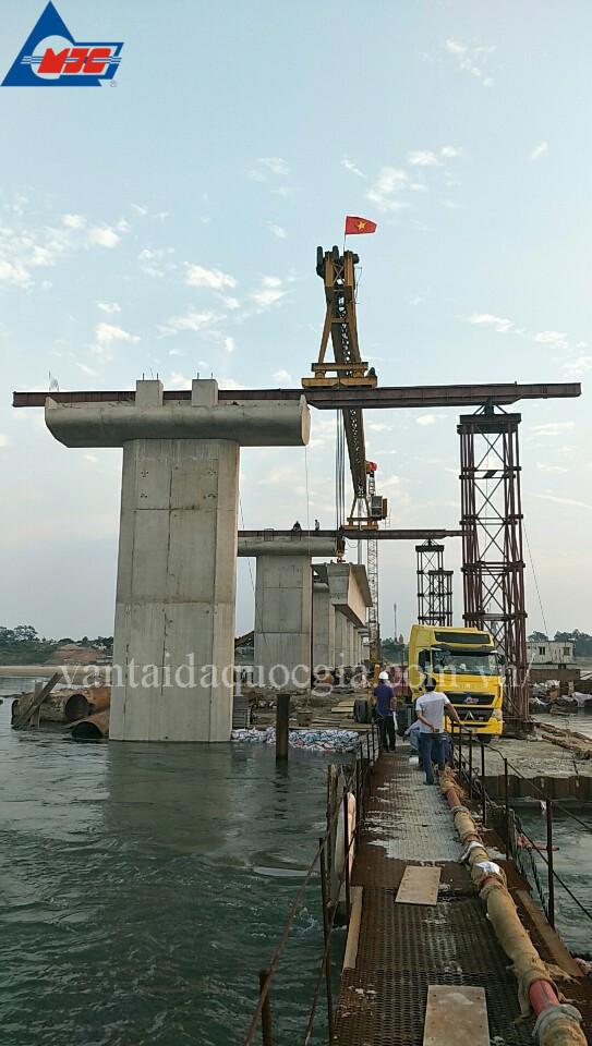 Vận chuyển, lao lắp, cẩu phục vụ xây dựng dự án cầu Bạch Đằng