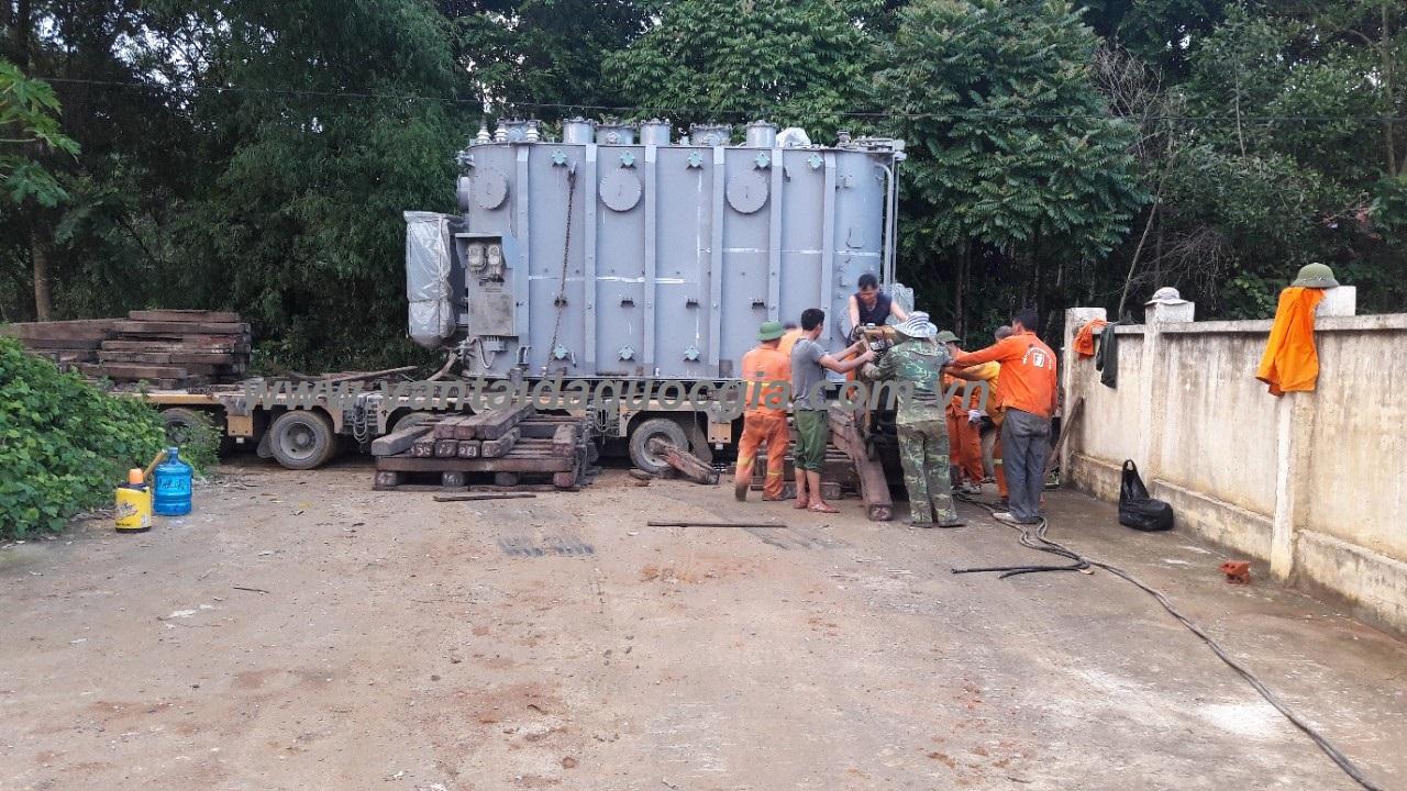 Vận chuyển, nâng hạ, kích kéo máy 63MVA tại trạm 110kV Bá Thước - Thanh Hóa