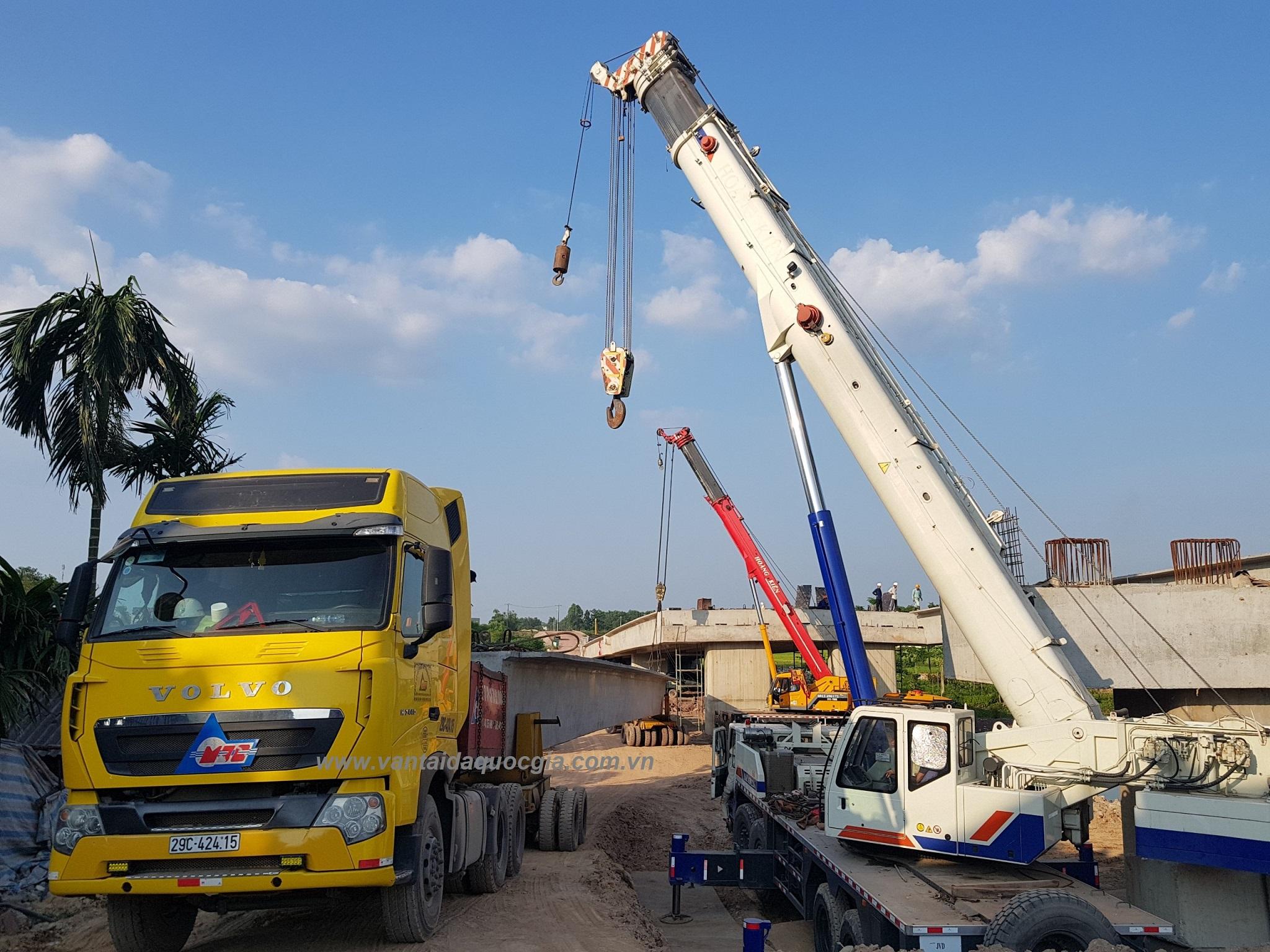 Vận chuyển và lao lắp đặt dầm SuperT tại cầu Đông Sơn, Bắc Giang.