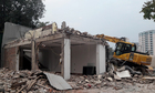 Nhiều nhà hàng, gara ôtô kiên cố trên vỉa hè Hà Nội bị phá dỡ
