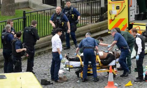 Tấn công khủng bố bên ngoài quốc hội Anh, 5 người chết, 40 người bị thương